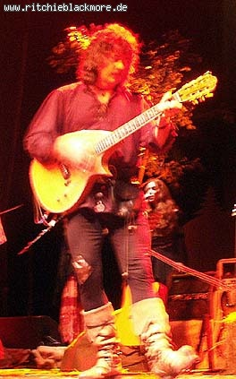 http://www.ritchieblackmore.de/gallery/cache/vs_2005_bn-2005-0012-jpg.jpg