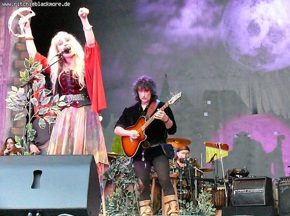 http://www.ritchieblackmore.de/gallery/cache/vs_2007_Rainer%20Photos_bn-2007-rainer-0015-jpg.jpg