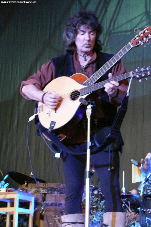 http://www.ritchieblackmore.de/gallery/cache/vs_2009_bn-2009-rklos-0022-jpg.jpg